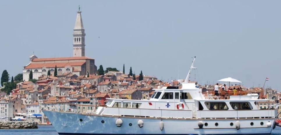 Cadabra Charter Yacht