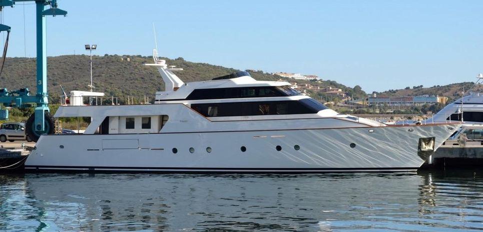 Macaloa Charter Yacht