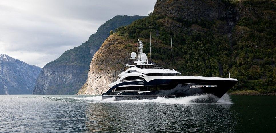 Lady Li Charter Yacht