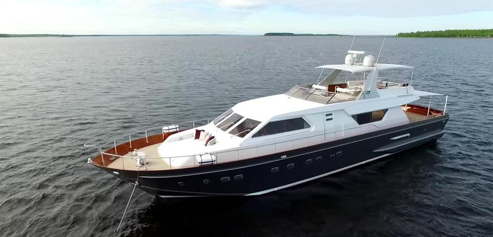 Sunny Day Charter Yacht