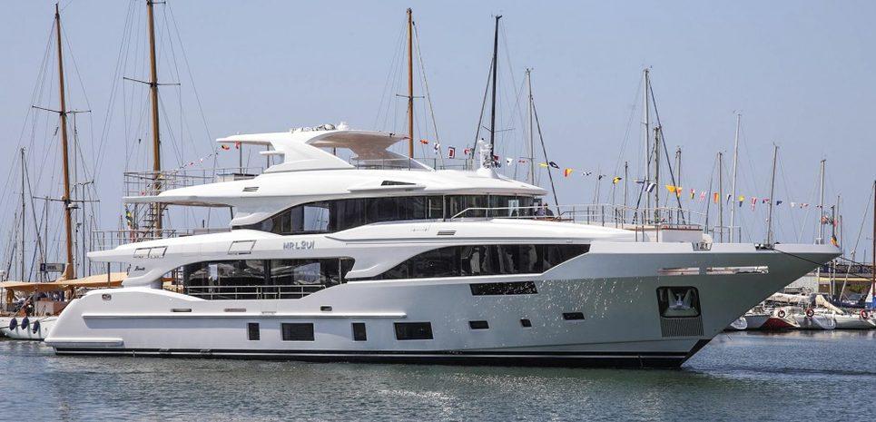 Uny Charter Yacht