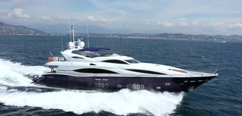 Moliver Charter Yacht