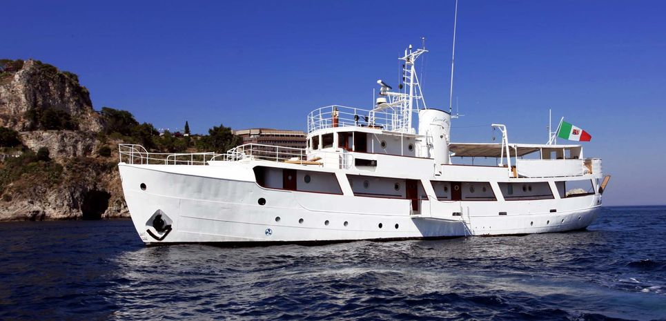 Buena Chica Charter Yacht