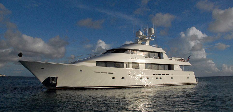 Dona Lola Charter Yacht