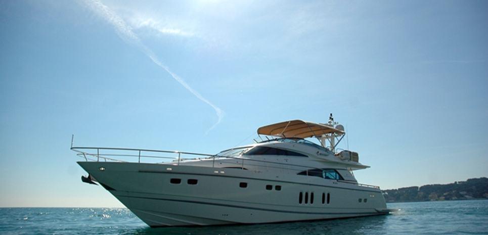 D5 Charter Yacht