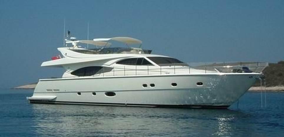 Dust Charter Yacht