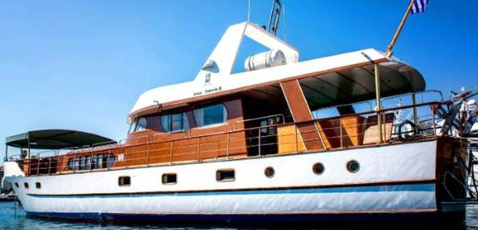 Amanda Charter Yacht