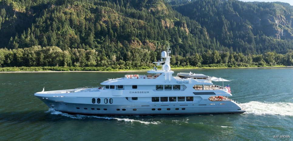 Chasseur Charter Yacht