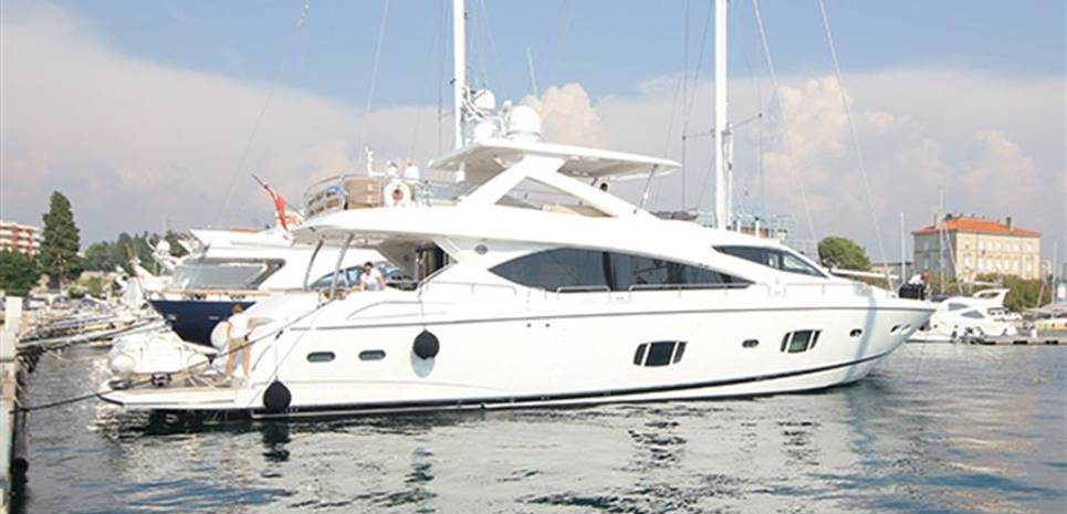 Forward Unlimited Charter Yacht