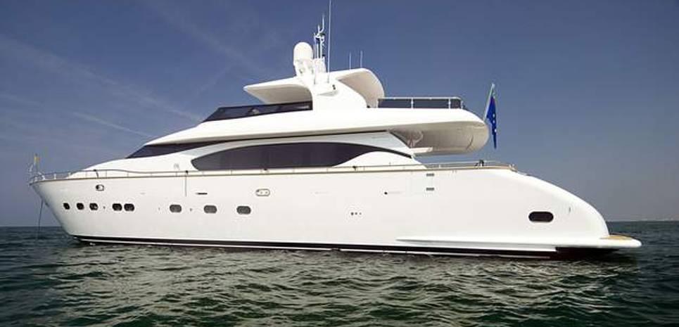 Ma & Ma Charter Yacht