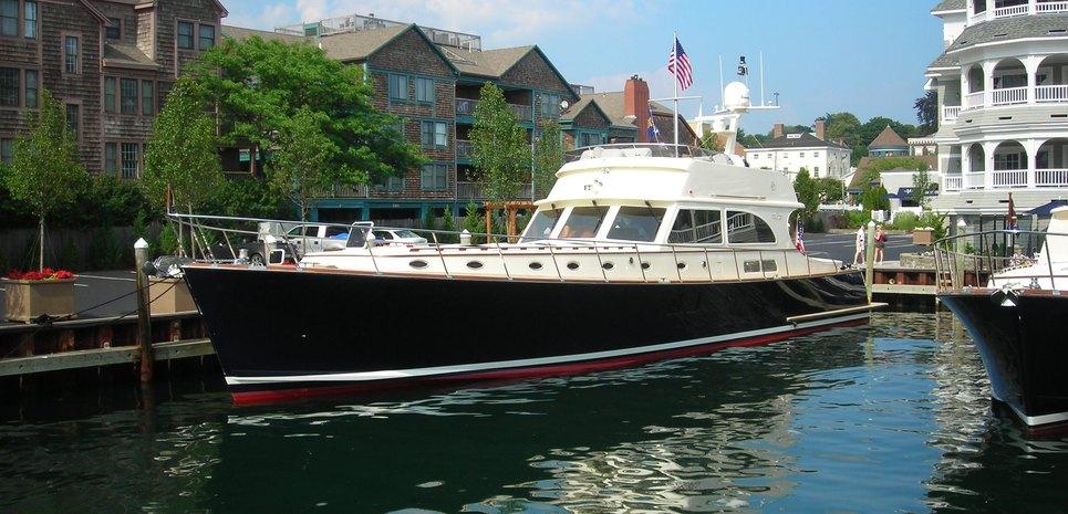 72' Flybridge Classic Charter Yacht