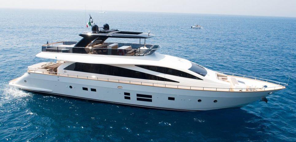 Amer 94/03 Charter Yacht