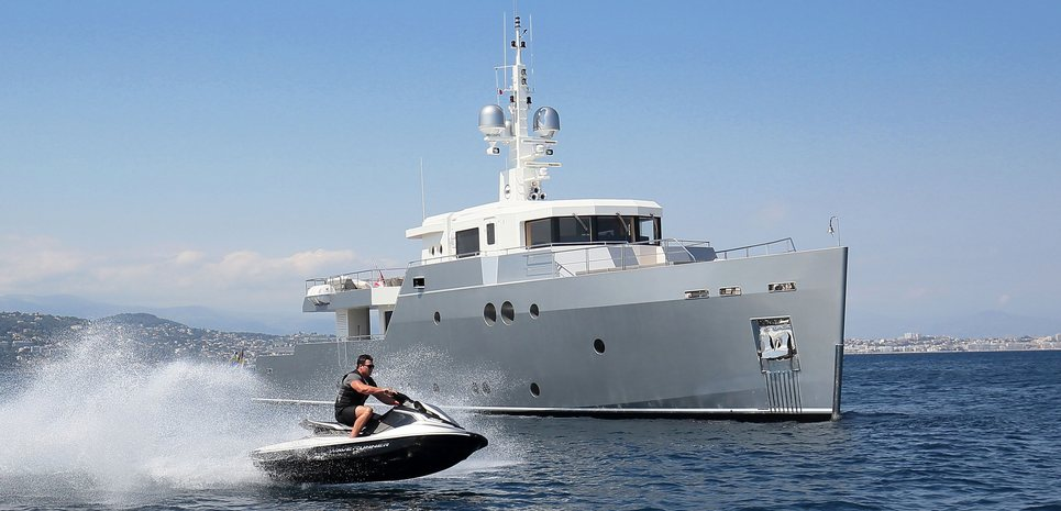 Siempre Charter Yacht
