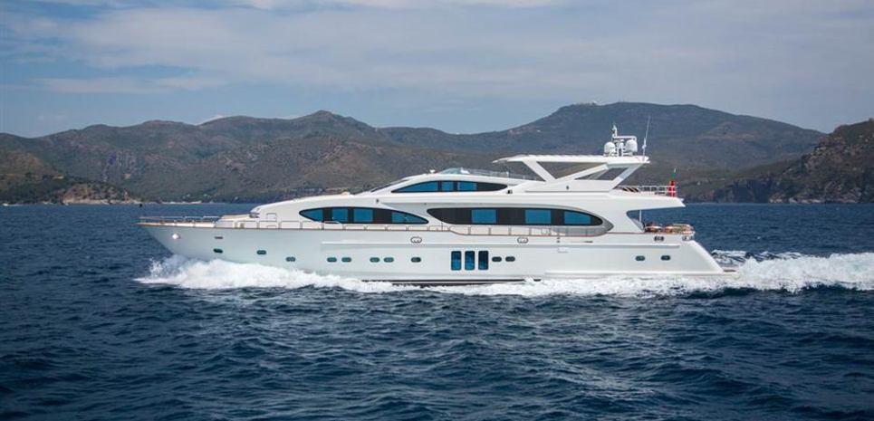 La Rosa Charter Yacht