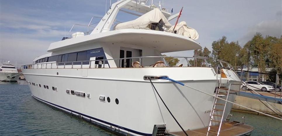Akhir 31 Charter Yacht