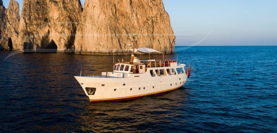 Entrancer Charter Yacht