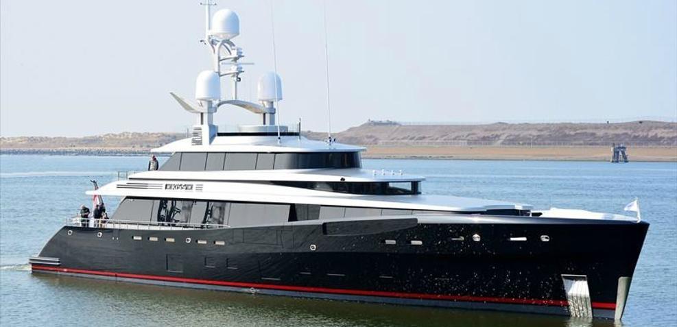 Kiss Charter Yacht