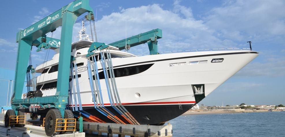 UAQ 1 Charter Yacht