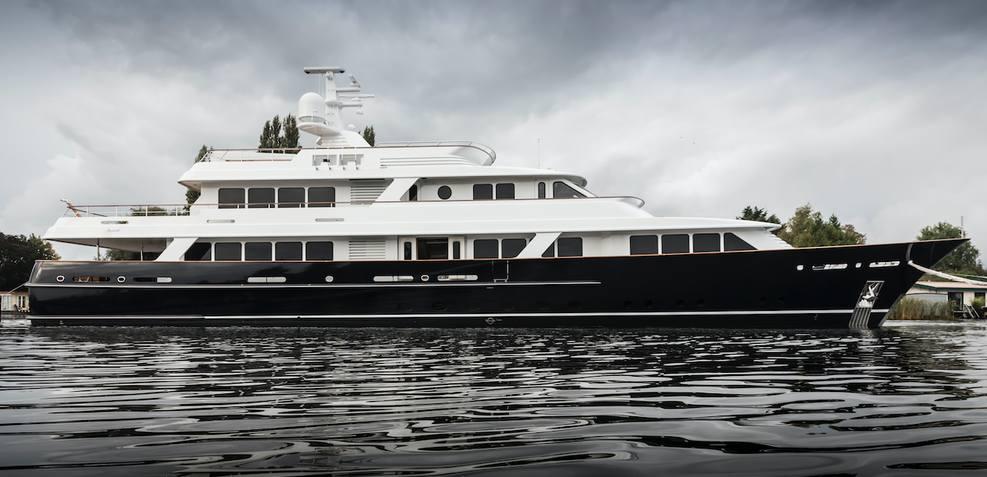 Valoria B Charter Yacht