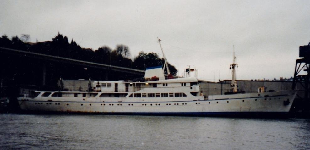 Teraaka Charter Yacht