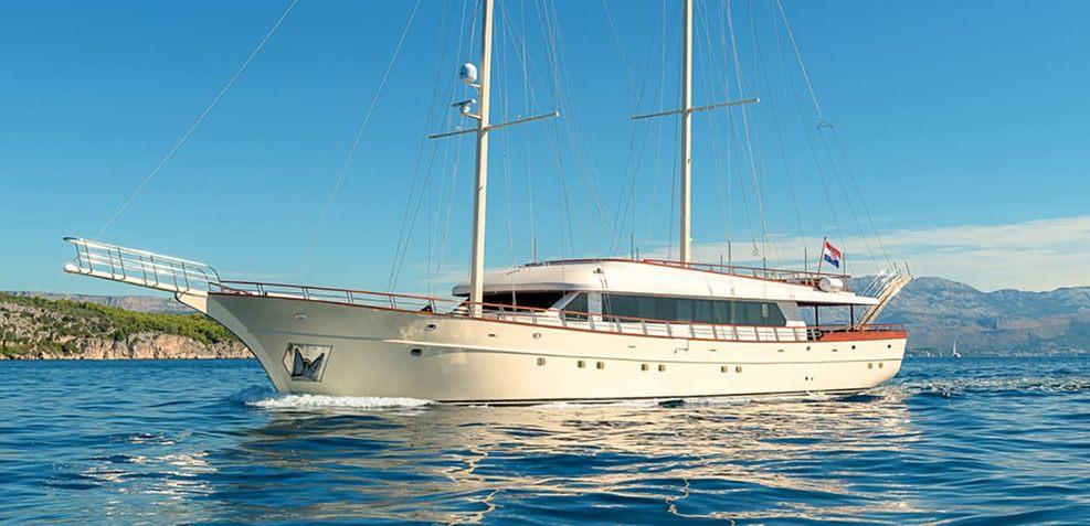 Son De Mar Charter Yacht