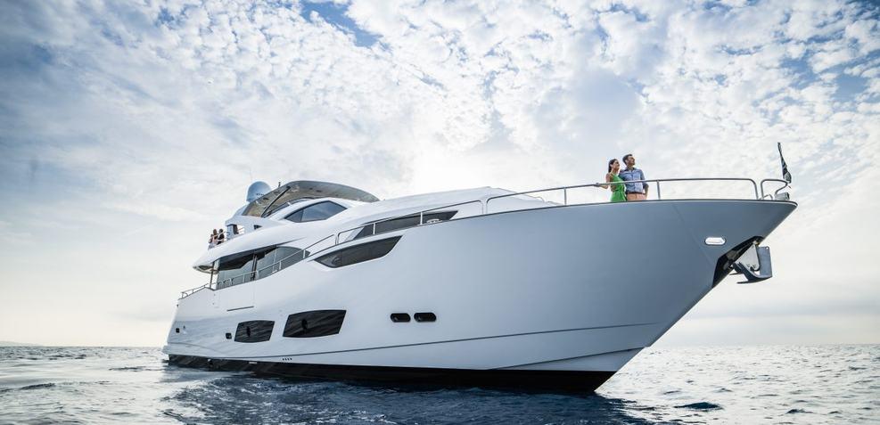 Murcielargo Charter Yacht