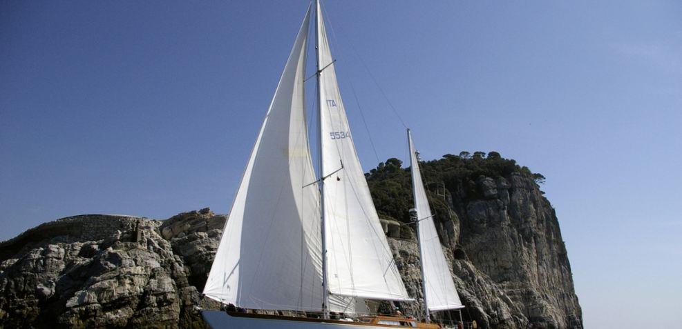 Cadama Charter Yacht