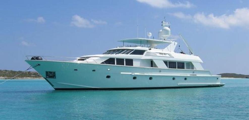 Topps Charter Yacht