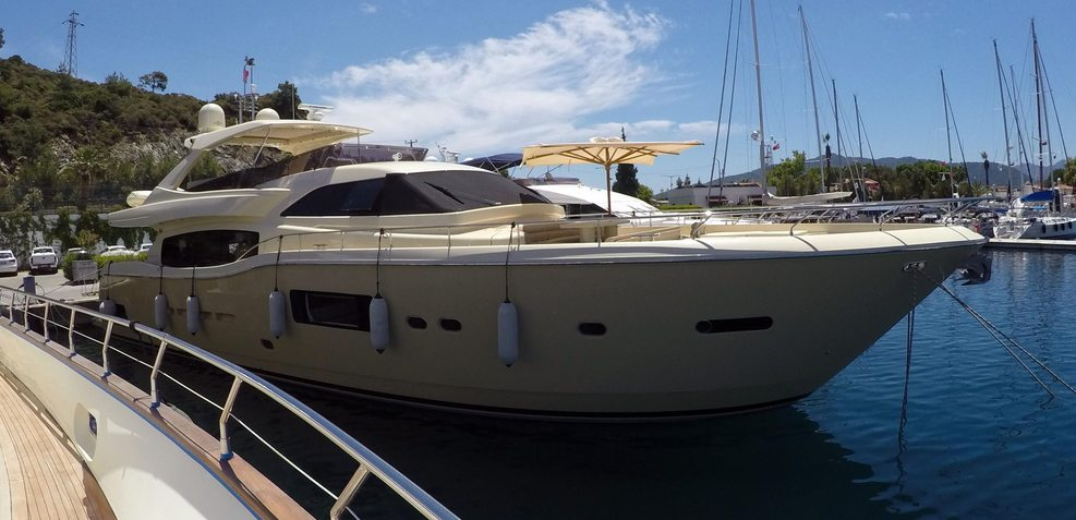 Mistral Z Charter Yacht