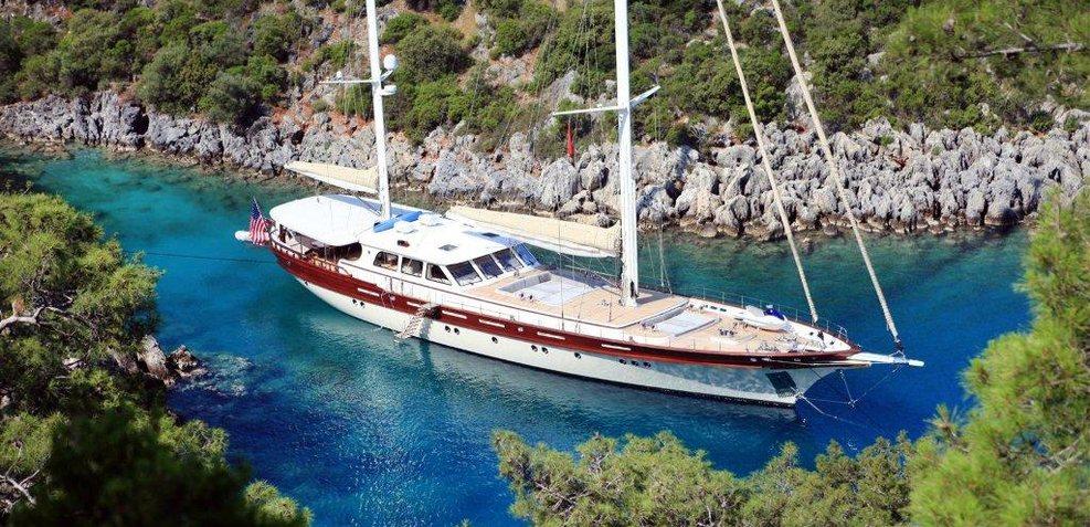 Zelda Charter Yacht
