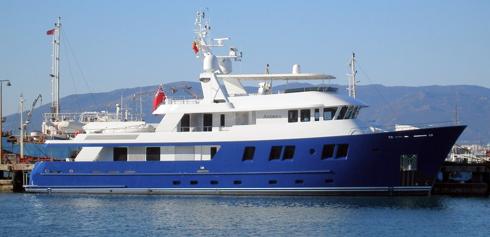 B5 Charter Yacht