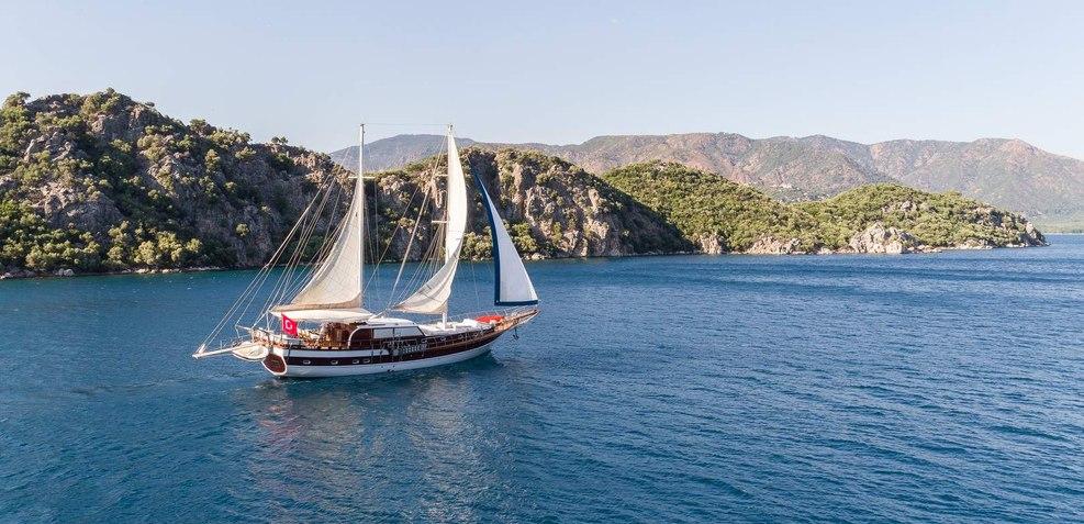 Azra Deniz Charter Yacht