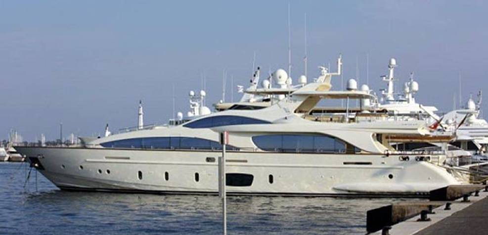 La Rubia Charter Yacht