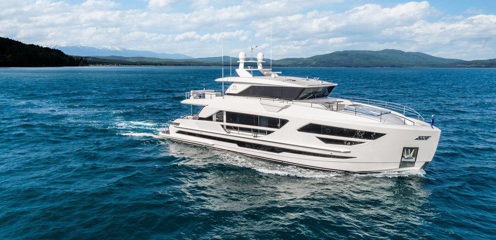 Horizon FD87/03 Charter Yacht