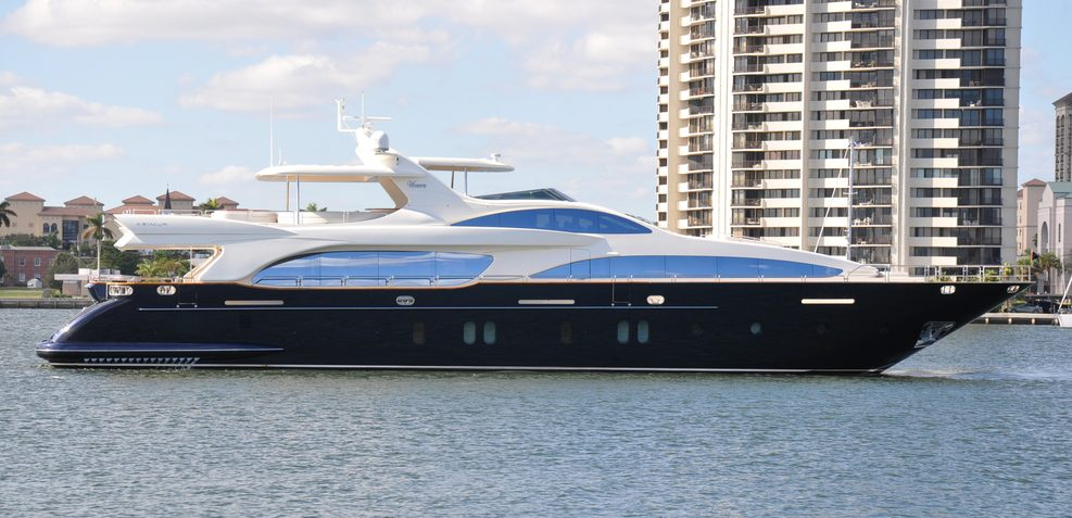 Vivere Charter Yacht