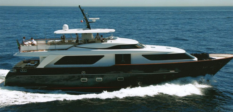 Aquila Q Charter Yacht