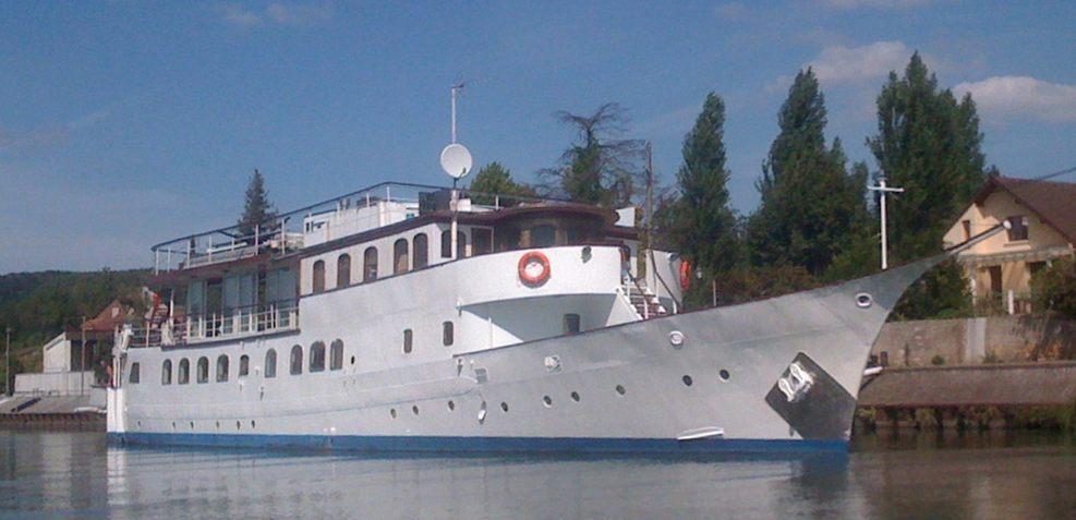 Amazon Charter Yacht