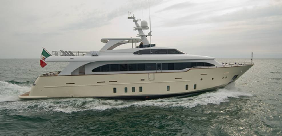 Maca Charter Yacht